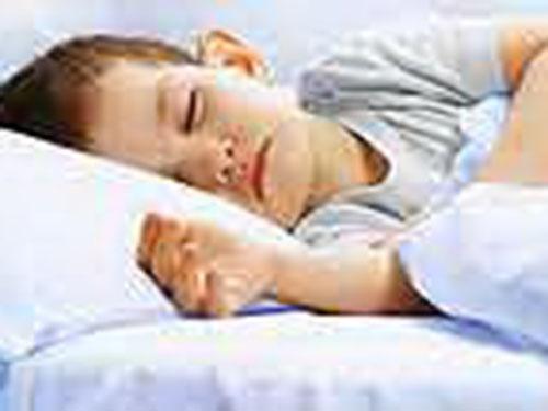 Trẻ thiếu ngủ có thể bị béo phì cao hơn 2,5 lần so với trẻ được ngủ đầy đủ Ảnh: HealthDay News