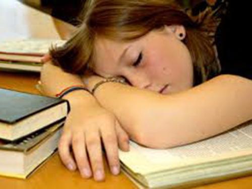 Nhóm nghiên cứu khuyến cáo thanh thiếu niên nên ngủ hơn 8 giờ mỗi đêm. Ảnh The Huffington Post