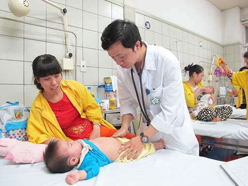 Bệnh nhân mắc sởi điều trị tại Khoa Nhi Bệnh viện Bạch Mai, Hà Nội