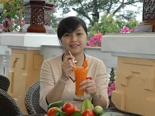 Chỉ một ly nước cam tươi có thể cung cấp hơn 50% nhu cầu về vitamin C cho một phụ nữ cần trong ngàyẢnh: Hồng Thúy