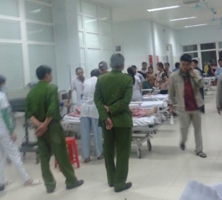 An ninh tại bệnh viện được thắt chặt sau khi các nạn nhân của vụ đấu súng được đưa vào cấp cứu