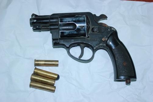 Khẩu súng của Trung uý GSGT Vũ Thế Thắng cùng 4 viên đạn được bọn tội phạm bán với giá 6 triệu đồng.