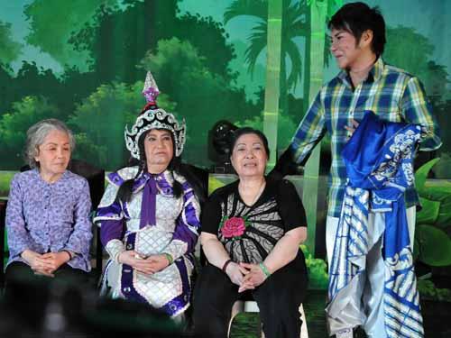 Linh Tâm trong chương trình Những bài ca cổ vang danh cùng với các NSƯT: Út Bạch Lan, Ngọc Hương, Diệu Hiền.
