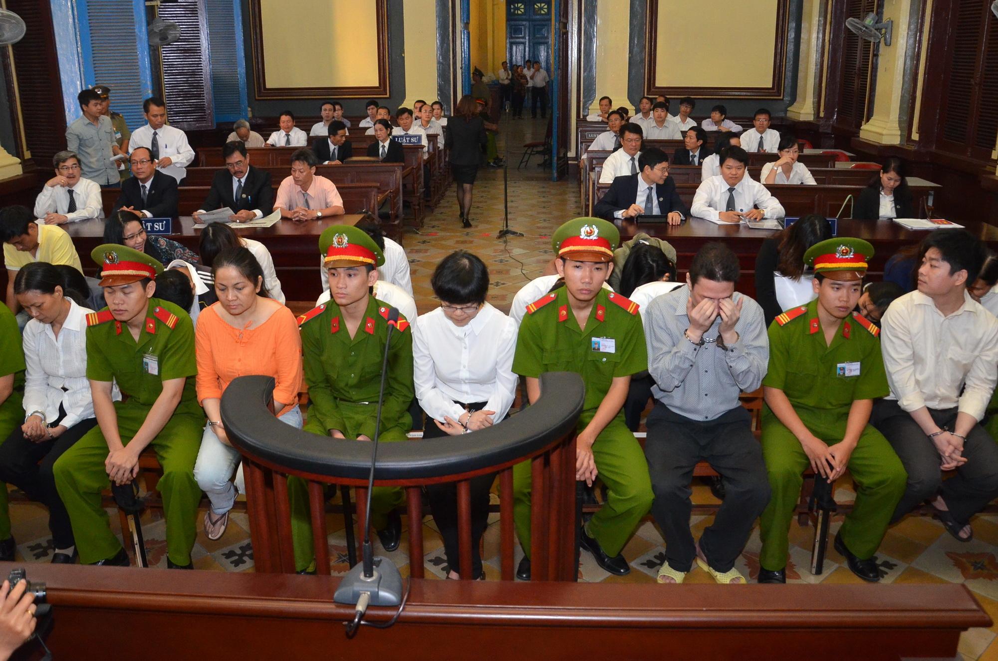 Quang cảnh phiên tòa xử Huỳnh Thị Huyền Như sáng 7-1