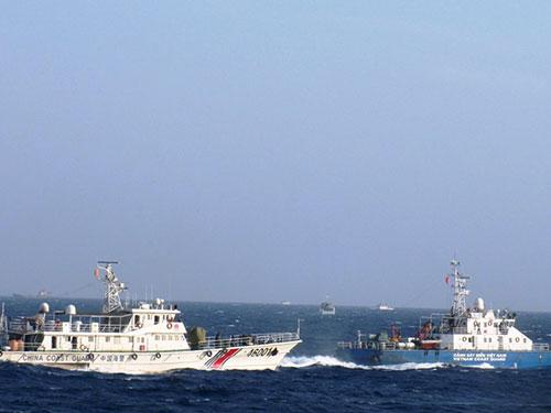 Tàu Trung Quốc vẫn tiếp tục tấn công tàu Việt Nam quanh khu vực giàn khoan trái phép Ảnh: HOÀNG DŨNG