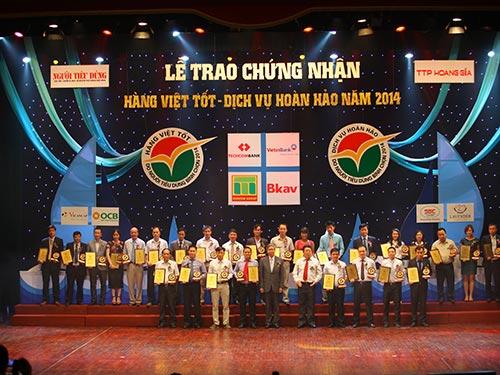"""Techcombank vào top 10 """" Hàng Việt tốt - Dịch vụ hoàn hảo 2014"""""""