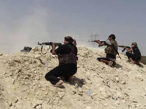 Các chiến binh bộ tộc và quân đội chính phủ Iraq bảo vệ đập HadithaẢnh: BBC