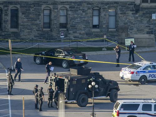 An ninh được siết chặt trước tòa nhà quốc hội Canada sau vụ nổ súngẢnh: The Canada Press