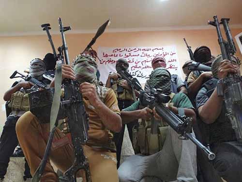 IS có chế độ tưởng thưởng để khích lệ các thành viên, như đã xây nhà cho một tay súng bắn tỉa  Ảnh: REUTERS