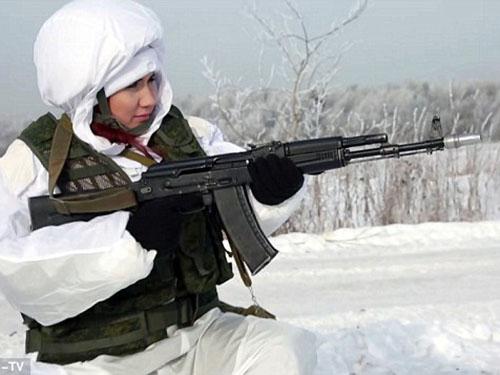Cô nàng tóc đỏ Anna Chapman xuất hiện trong một video tuyên truyền cho quân đội Nga gần đâyẢnh: REN-TV