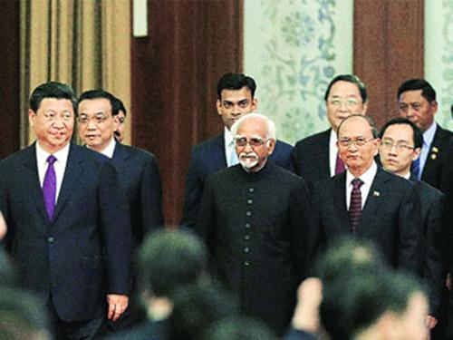 Ông Tập Cận Bình (bìa trái) tại buổi tiếp các nhà lãnh đạo Ấn Độ và Myanmar hôm 28-6Ảnh: PTI