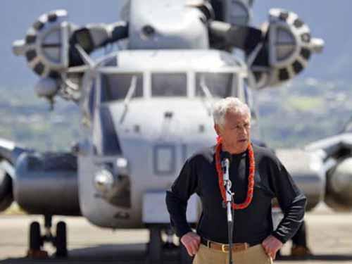 Bộ trưởng Quốc phòng Mỹ Chuck Hagel thăm một căn cứ quân sự ở Hawaii hồi tháng 4-2013 Ảnh: Staradvertiser.com