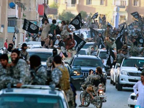 Nhà nước Hồi giáo biểu dương lực lượng trên đường phố ở Raqqa, Bắc Syria hồi tháng 6-2014Ảnh: AP