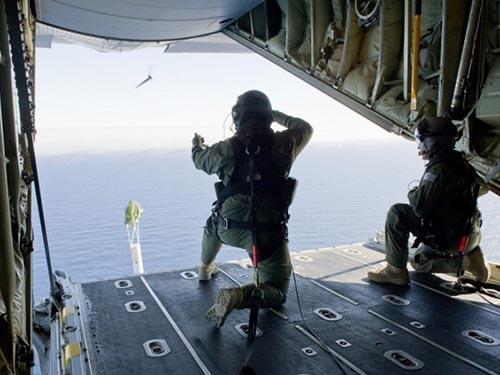 Không quân Hoàng gia Úc (RAAF) tìm kiếm máy bay mất tích ở Nam Ấn Độ Dương ngày 21-3Ảnh: REUTERS
