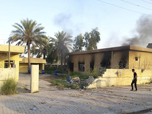 Khung cảnh đổ nát tại thị trấn Hit thuộc tỉnh Anbar, nơi rơi vào tay IS hồi đầu tháng 10Ảnh: Reuters