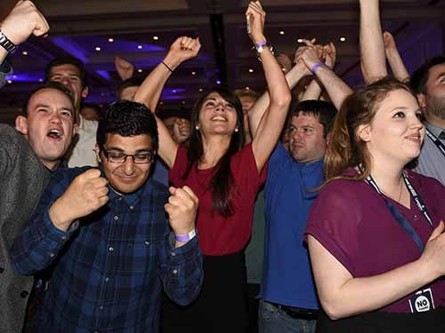 Những người phản đối Scotland tách khỏi Vương quốc Anh vui mừng sau khi biết kết quả cuộc trưng cầu dân ýẢnh: Reuters