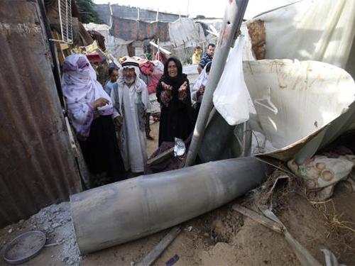 Tên lửa bắn từ máy bay của Israel phá hủy nhà cửa ở TP Rafah, miền Nam Dải GazaẢnh: Reuters