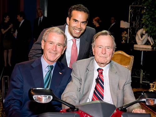 Từ trái sang: Cựu tổng thống George W. Bush, George P. Bush và cựu tổng thống George H.W. BushẢnh: CULTURE MAP