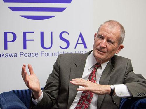 Ông Dennis Blair, cựu tư lệnh lực lượng Mỹ ở Thái Bình Dương Ảnh: Asahi