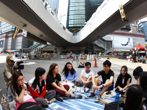 Người biểu tình ở khu Kim Chung chiều 7-10 Ảnh: SCMP