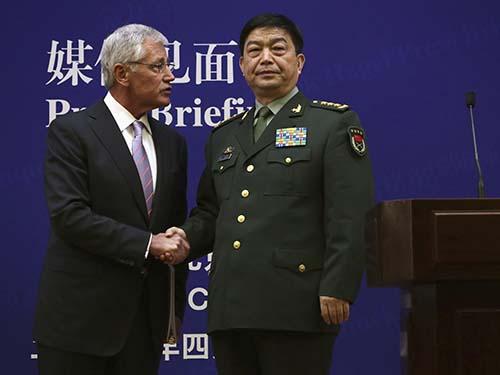 Bộ trưởng Quốc phòng Mỹ Chuck Hagel (trái) và người đồng cấp Trung Quốc Thường Vạn Toàn tại cuộc họp báo chung hôm 8-4Ảnh: Reuters