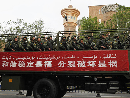 """An ninh đang được tăng cường tại Tân Cương theo sau một loạt vụ tấn công """"khủng bố"""" gần đây Ảnh: Reuters"""