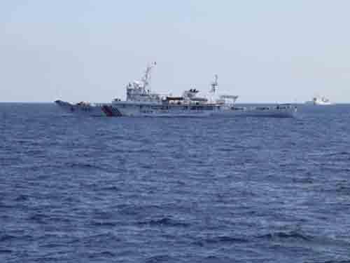 Tàu Trung Quốc theo sát tàu chở đoàn phóng viên trong và ngoài nướcẢnh: CNN