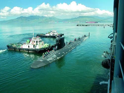 Tàu ngầm hạt nhân USS Hawaii của Mỹ cập cảng ở vịnh Subic của Philippines năm 2012Ảnh: REUTERS