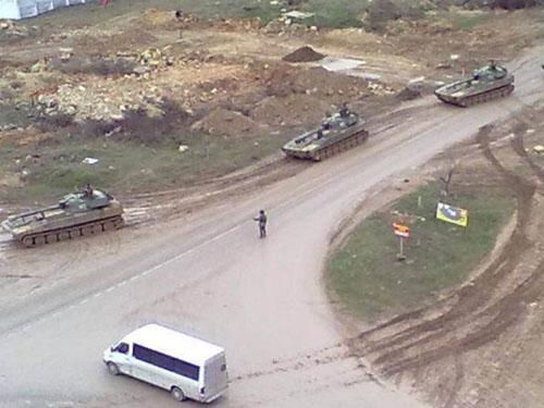 Xe tăng Nga xuất hiện ở Sevastopol - UkraineẢnh: CNN