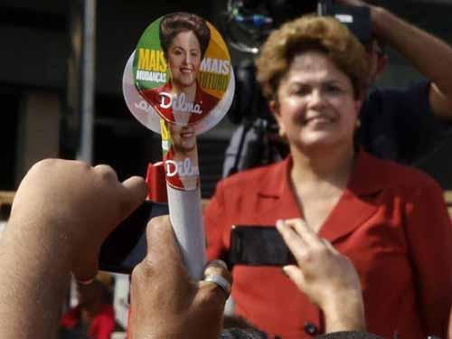 Vụ bê bối có thể ảnh hưởng tiêu cực đến Tổng thống Dilma Rousseff giữa lúc tỉ lệ ủng hộ bà đang sụt giảm Ảnh: Reuters