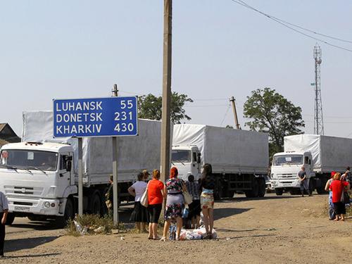 Đoàn xe cứu trợ của Nga đến miền Đông Ukraine ngày 16-11 Ảnh: OBOZREVATEL