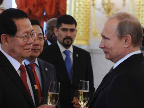 Tổng thống Nga Vladimir Putin tiếp tân Đại sứ Triều Tiên Kim Hyun-joon hôm 19-11 Ảnh: Reuters