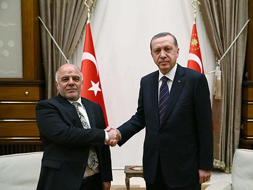 Thủ tướng Iraq Haidar al-Abadi (trái) và Thủ tướng Thổ Nhĩ Kỳ Recep Erdogan Ảnh: Reuters