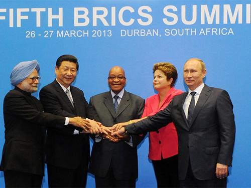 Các nhà lãnh đạo BRICS tại Hội nghị Thượng đỉnh lần thứ 5 năm 2013 ở TP Durban - Nam Phi. Ảnh: AP