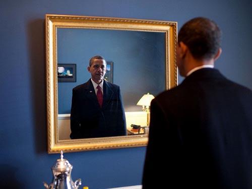 Tổng thống Barack Obama bị chỉ trích nhiều khi gần hết thời gian ở Nhà Trắng Ảnh: FLICKR