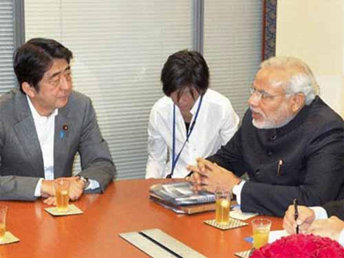 Hai ông Shinzo Abe và Narendra Modi trong lần gặp nhau ở Tokyo hồi năm 2012Ảnh: PTI