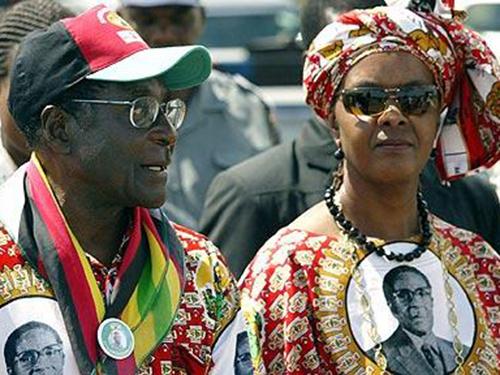 Tổng thống Zimbabwe Robert Mugabe và phu nhân GraceẢnh: Reuters