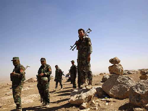 Lực lượng người Kurd tham gia cuộc chiến chống lại nhóm Nhà nước Hồi giáo (IS) gần TP Mosul - Iraq Ảnh: Reuters