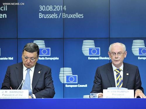 Chủ tịch Ủy ban châu Âu Jose Manual Barroso (trái) và Chủ tịch Hội đồng châu Âu Herman Van Rompuy tại cuộc họp báo hôm 31-8Ảnh: Tân Hoa Xã