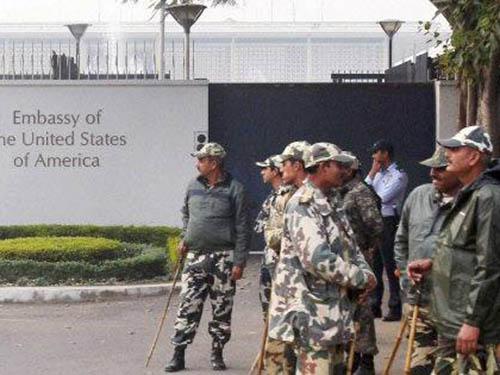 Cảnh sát Ấn Độ được triển khai bảo vệ đại sứ quán Mỹ tại New Delhi Ảnh: TIMES OF INDIA