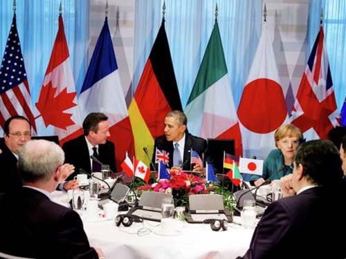 Các nhà lãnh đạo Hội đồng châu Âu, Ủy ban châu Âu, Canada, Pháp, Anh, Mỹ, Đức, Nhật, Ý bàn về tình hình Ukraine ở The Hague hôm 24-3 Ảnh: REUTERS