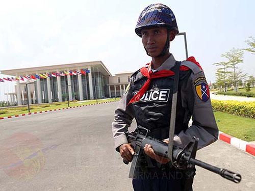 An ninh được thắt chặt xung quanh nơi diễn ra Hội nghị Cấp cao ASEAN ở Nay Pyi Taw  Ảnh:  The Irrawaddy