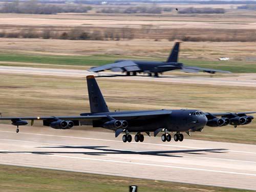 Máy bay ném bom chiến lược B-52H của Mỹ Ảnh: defenseindustrydaily.com