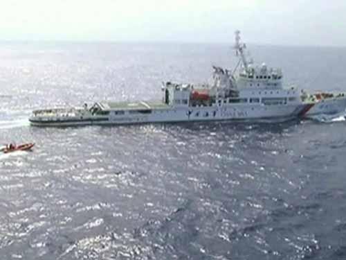 Tàu Hải tuần 01 của Trung Quốc tìm kiếm các vật thể khả nghi ngày 29-3Ảnh: AP