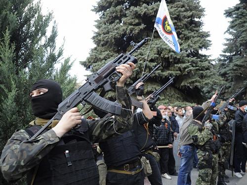Phe ly khai ở Luhansk đã chiếm tòa nhà hành chính và trụ sở cảnh sátẢnh: ITAR-TASS