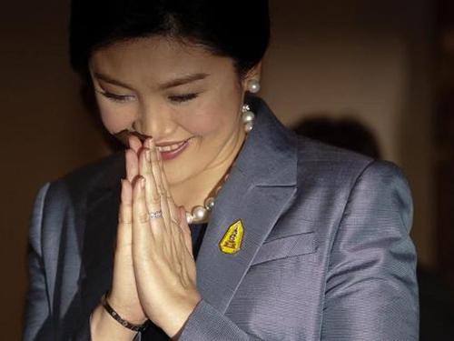 Cựu thủ tướng Thái Lan Yingluck Shinawatra ra Tòa Hiến pháp ở Bangkok ngày 6-5Ảnh: REUTERS