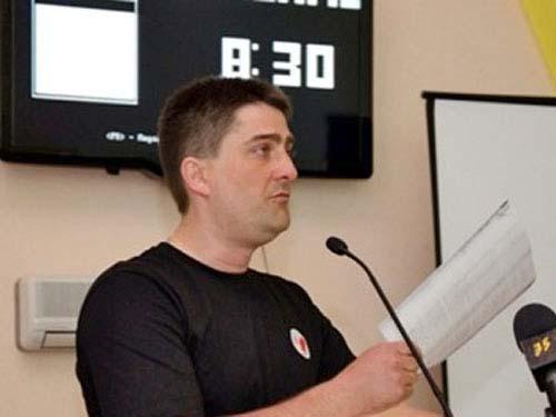 Ông Vladimir Rybak, đại biểu hội đồng TP Gorlovka, đã bị bắt cóc sau khi cố tháo cờ Cộng hòa Donetsk hôm 17-4 Ảnh: NEWSRU.UA