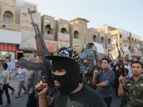 Những người tình nguyện Shiite cầm súng chống lại ISILẢnh: AP