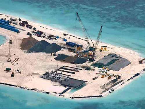 Philippines công bố ảnh chụp từ trên không cho thấy Bắc Kinh đang gấp rút xây dựng trên một số rạn san hô ở Trường SaẢnh: PHILSTAR