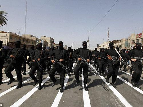 Các chiến binh thuộc lực lượng bán quân sự Mahdi của người Shiite thề hứa bảo vệ Baghdad Ảnh: REUTERS